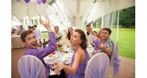 Итак, есть два стула. На какой сам сядешь, на какой гостей посадишь, или рассадка гостей на свадьбе: тренды 2019-2020
